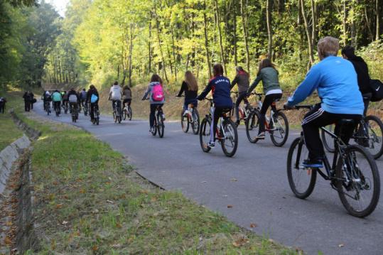Kerékpárosok az új úton